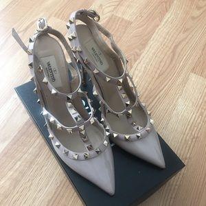 Valentino Poudre Rockstud patent leather heels